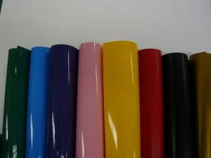 緑、水色、紺色、ピンク、黄色、赤、黒、金。